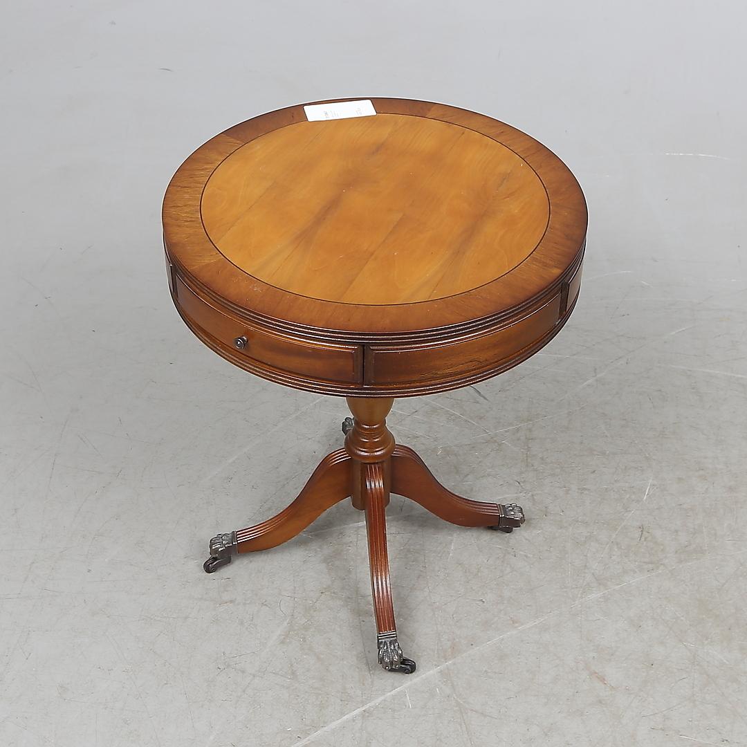 Images for 313567 KARUSELLBORD, engelsk stil, 1900 tal Auctionet