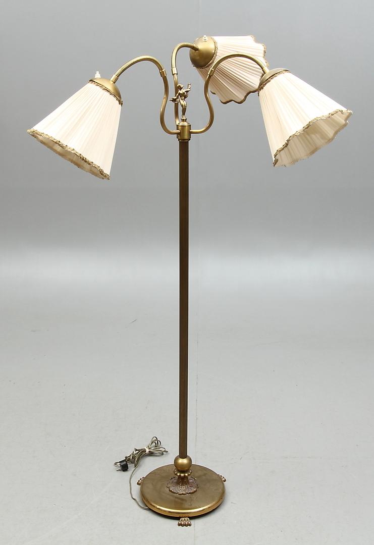 Bilder för 97127 GOLVLAMPA, mässing, med tre ledbara armar, 1900 tal Auctionet