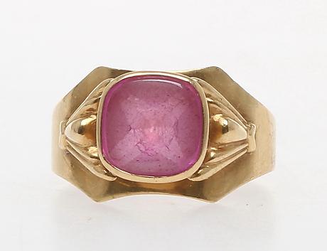 guldring med rosa sten