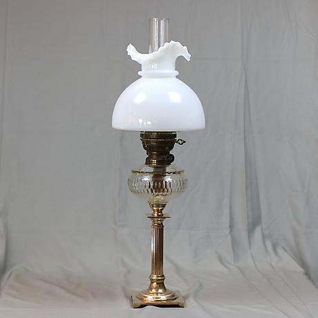 FOTOGENLAMPA, mässing och glas, 1900 tal. Belysning & Lampor