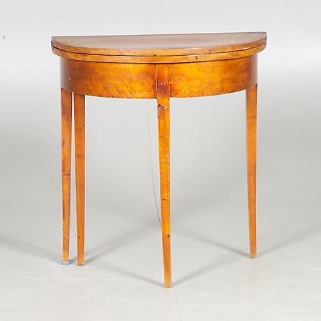 litet sidobord Jugend Trä Första halvan av 1900 talet