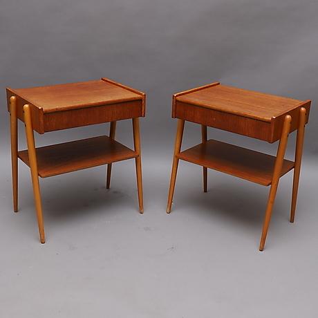 Ett par sängbord avlastningsbord i teak & ek Folks Interiör