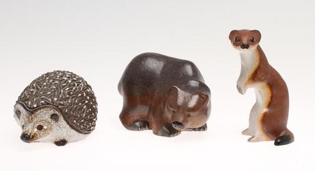 FIGURINER, 3 st, lergods, Igelkott, vessla samt björn, Thomas Hellström, Nittsjö.
