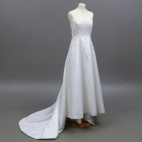 """e92fd686f0a1 klänning"""" at Auktionshuset Kolonn - Auctionet"""