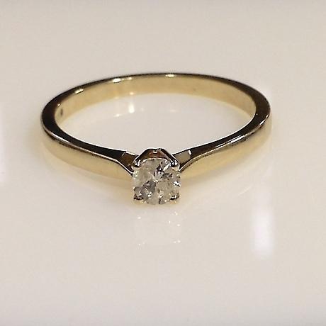 DIAMOND SOLITAIRE RING. 711550370660e