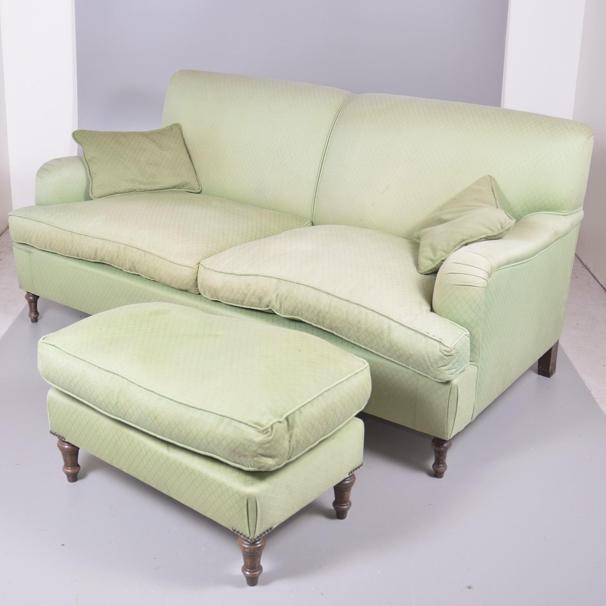 Underbar SOFFA, fotpall, KA International. Furniture - Sofas & seatings KH-28