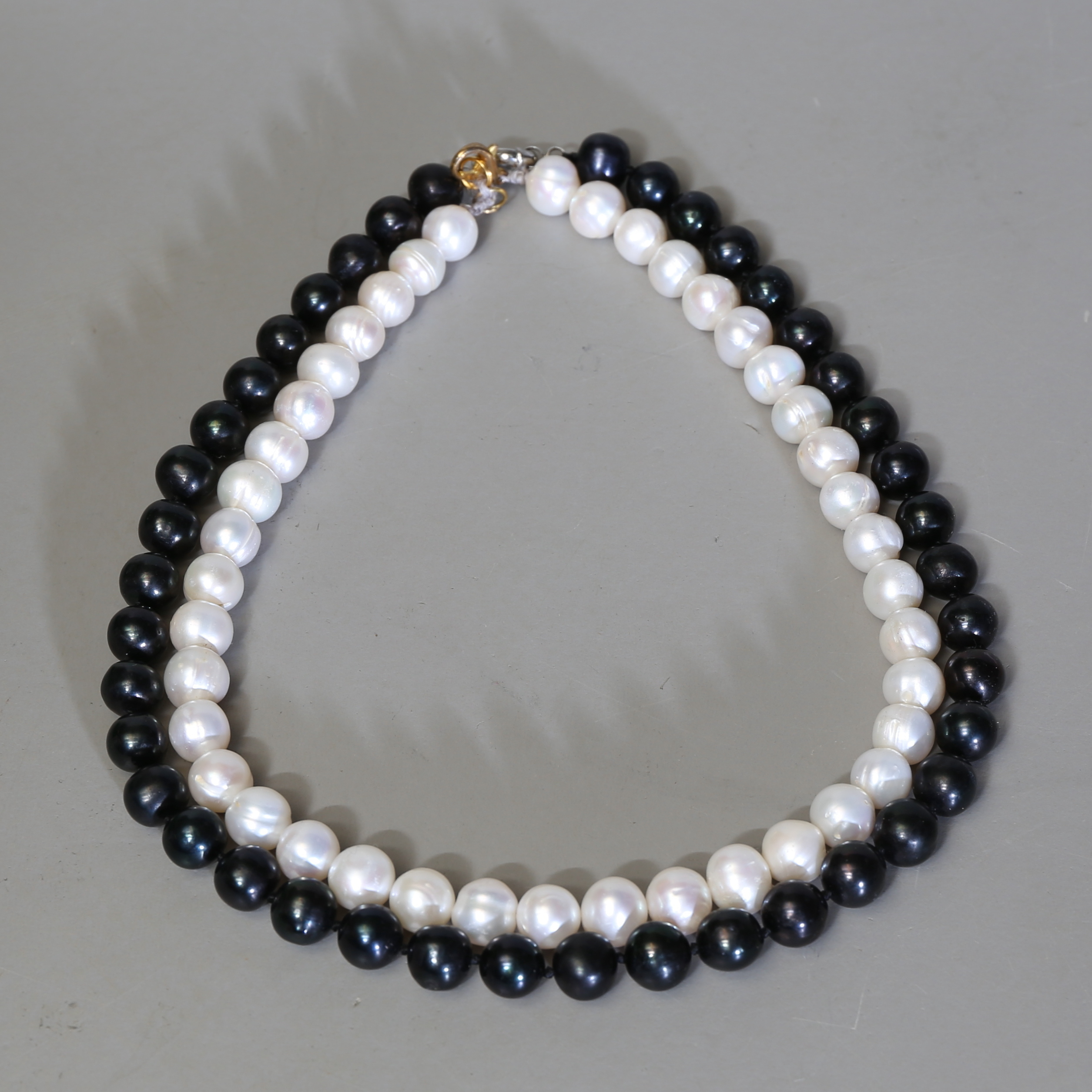 Halsband Odlade Parlor Svart O Vit Jewellery Gemstones