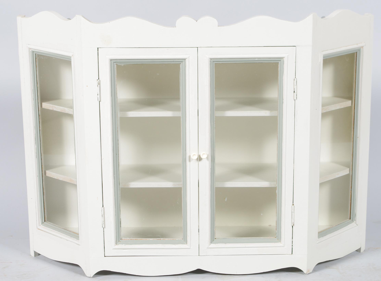vÄggvitrinskÅp, gråmålat. möbler - skåp & hyllor - auctionet