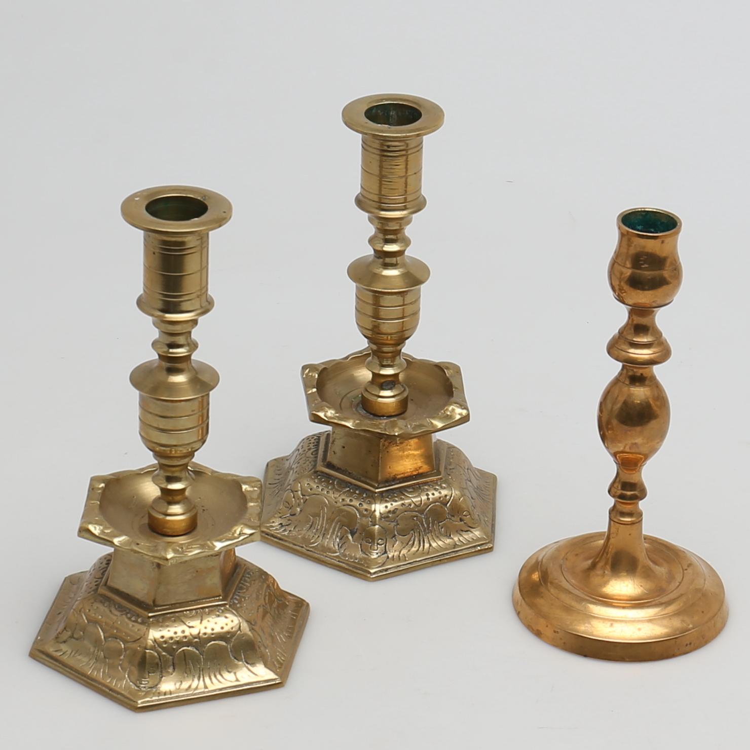 malm ljusstake LJUSSTAKAR i malm, mässing. 3 st. Bl a barock stil. Silver & Metal  malm ljusstake