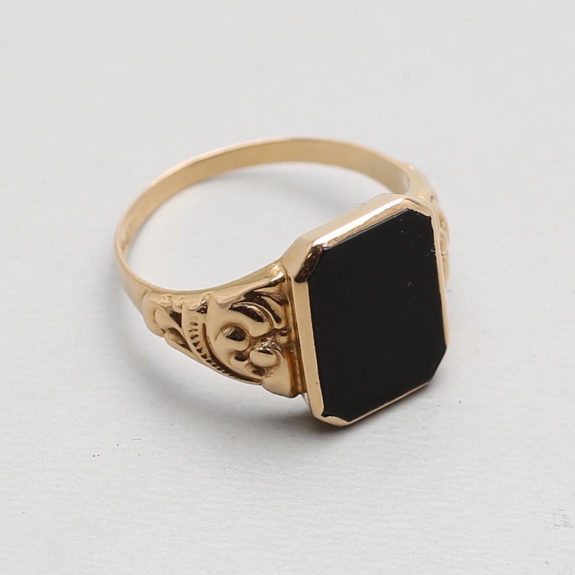 ring med svart sten