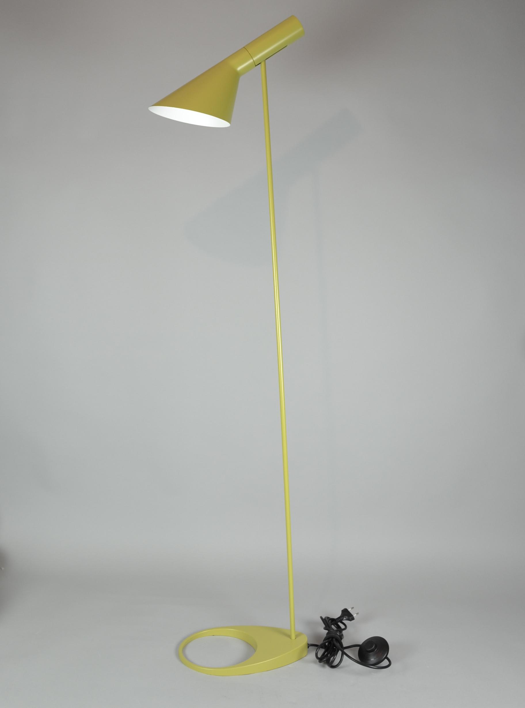 Images For 258525 Arne Jacobsen Aj Stehlampe Auctionet