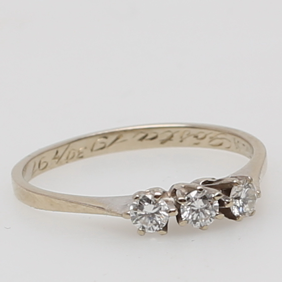 ring tre diamanter