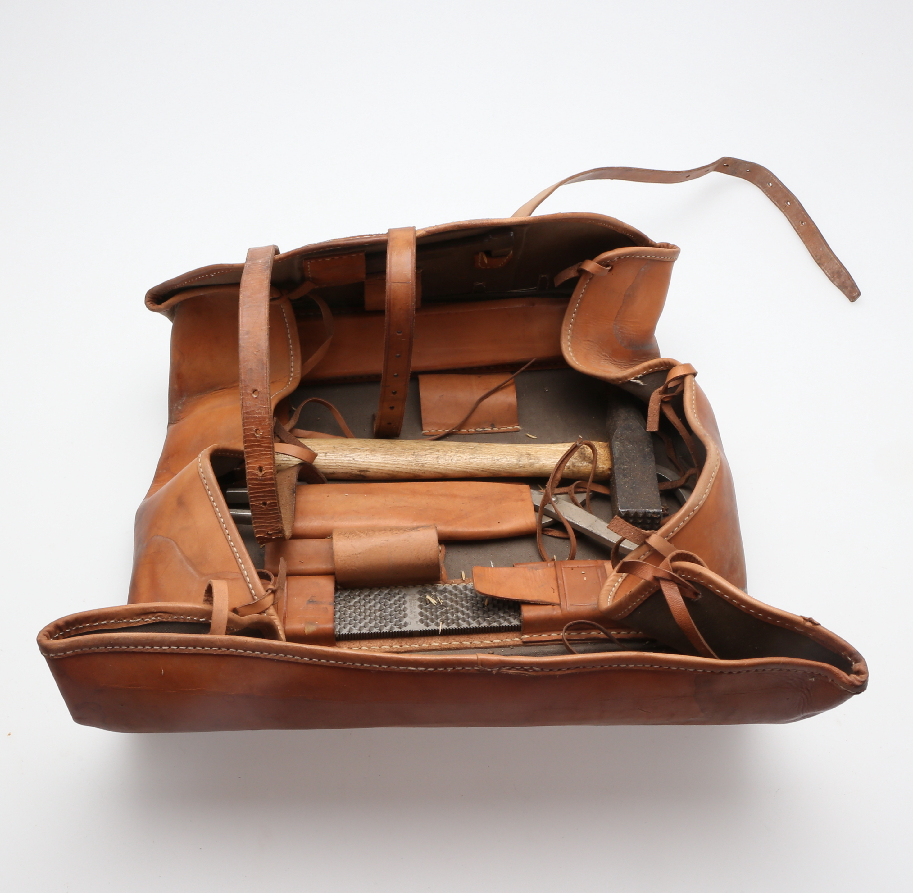 HOVSLAGAR EQUIPMENT, in leather bag, 1900s. Folk art Tools