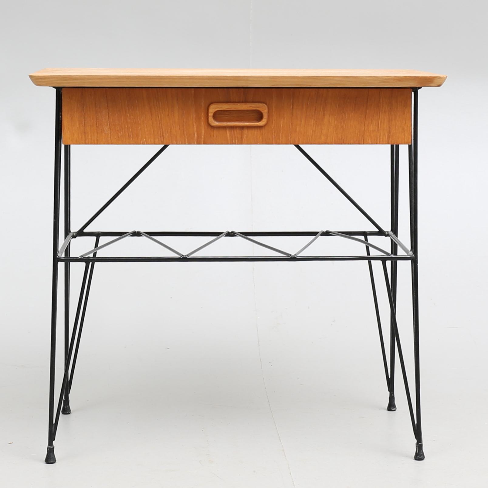 SÄNGBORD, teakstring, 1900 talets mitt. Möbler Bord