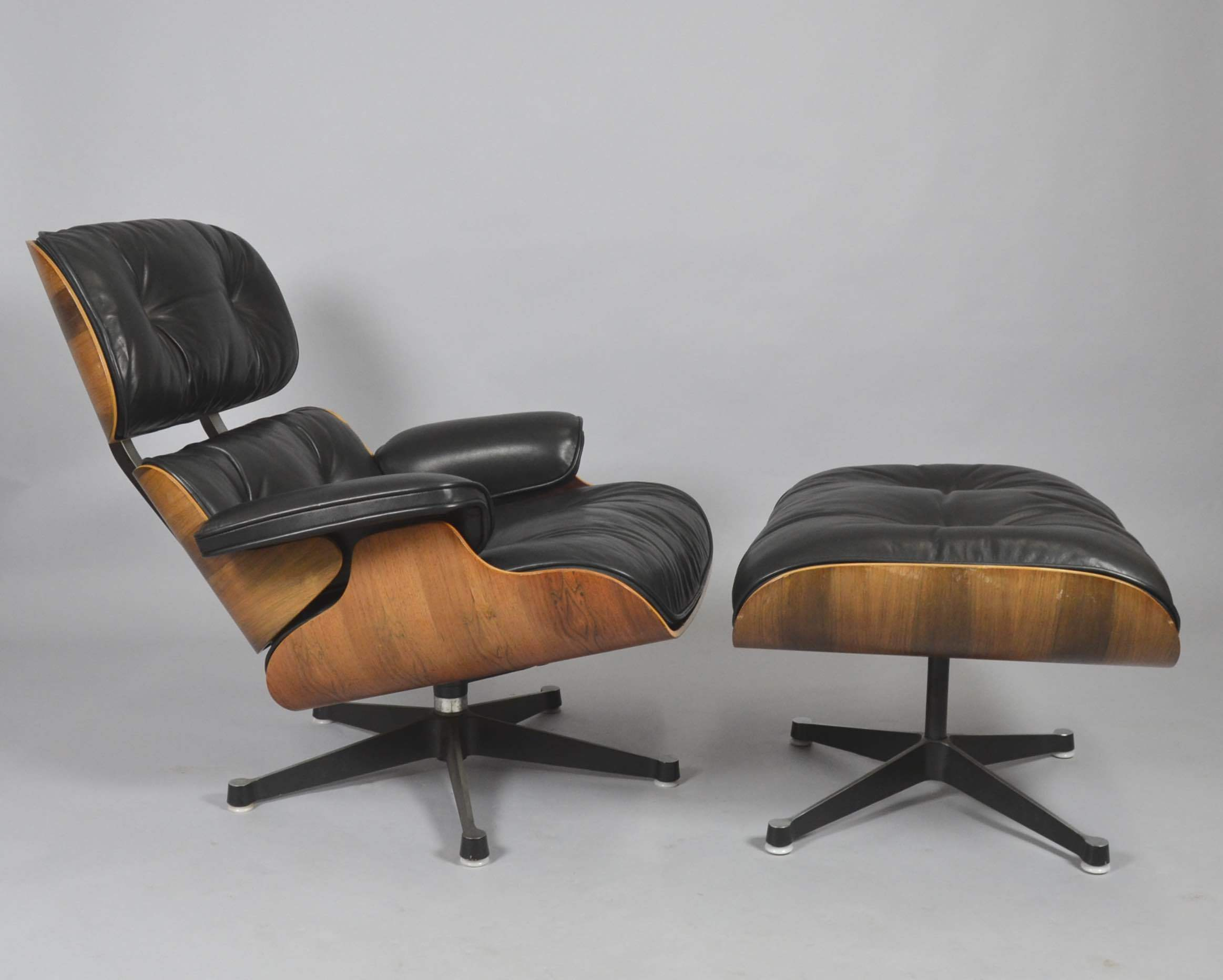 CHARLES U0026 RAY EAMES. LOUNGE CHAIR MIT OTTOMAN FÜR VITRA. Furniture    Armchairs U0026 Chairs   Auctionet