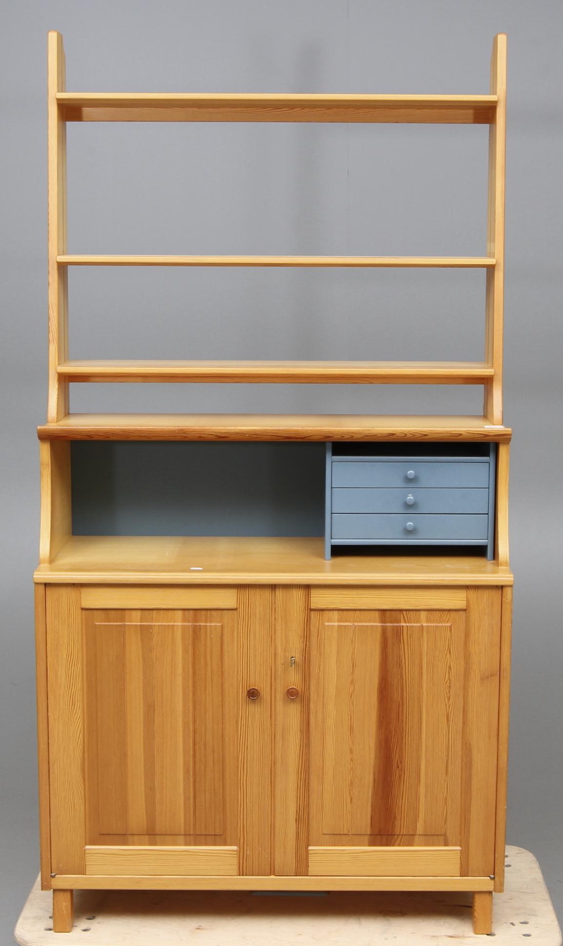 "Images for 63868 BOKHYLLA,""Visingsö"", Carl Malmsten, 1900 talets tredje kvartal Auctionet"