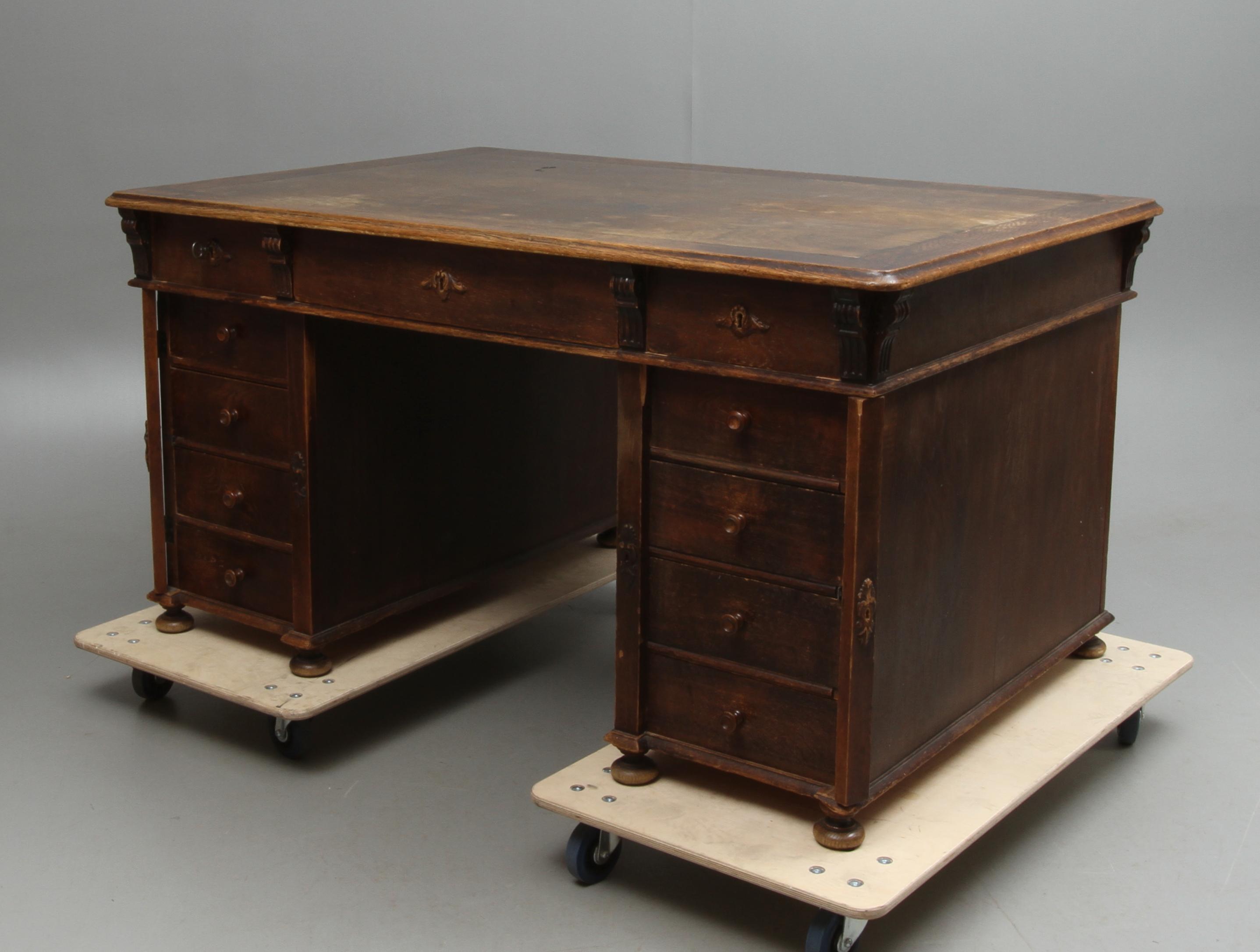 SKRIVBORD, dubbelsidig fristående, 1900 tal. Möbler Bord
