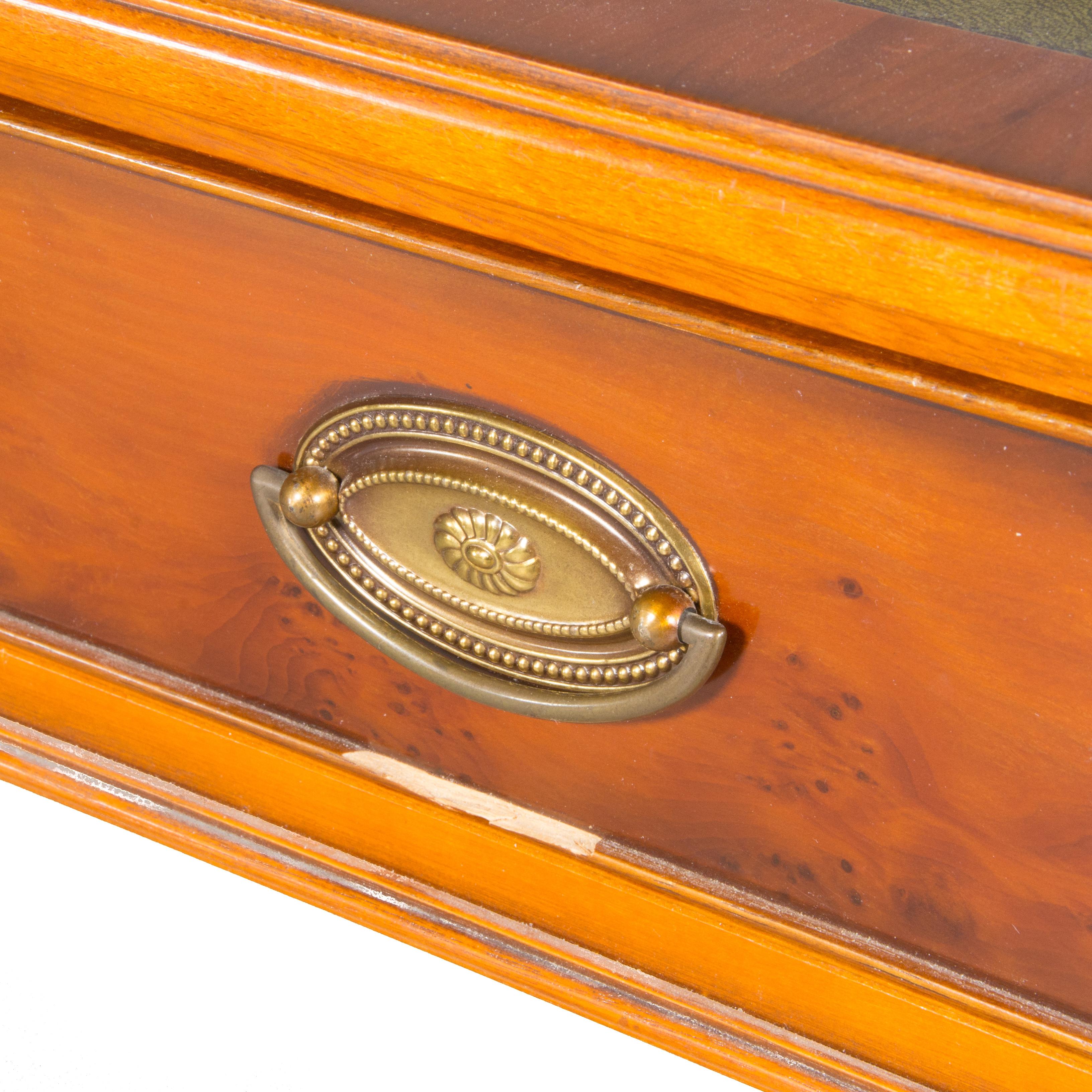 Bilder för 883475 SOFFBORD med klaffar, idegran grön skinnskiva, engelsk stil Auctionet