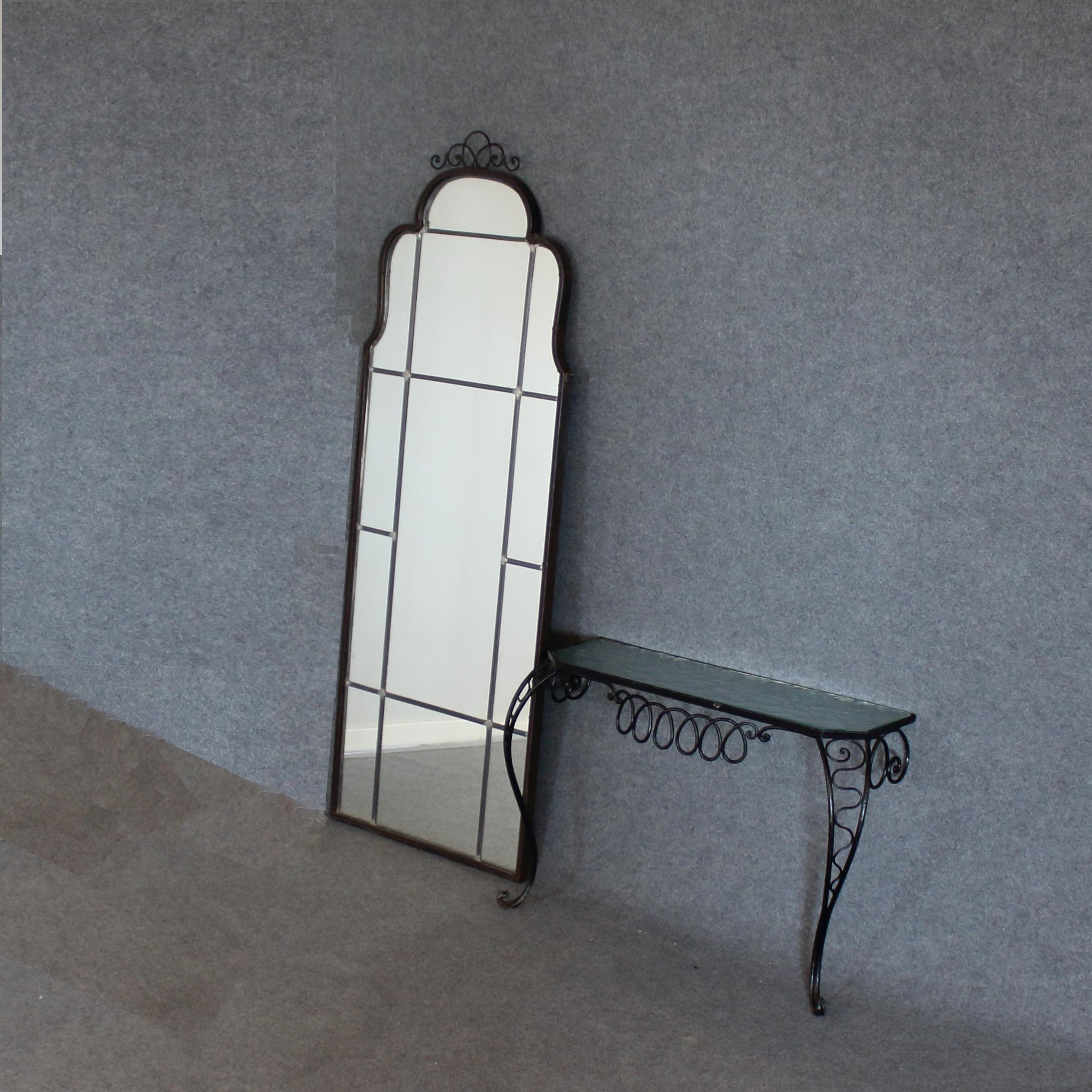 spegel med metallram