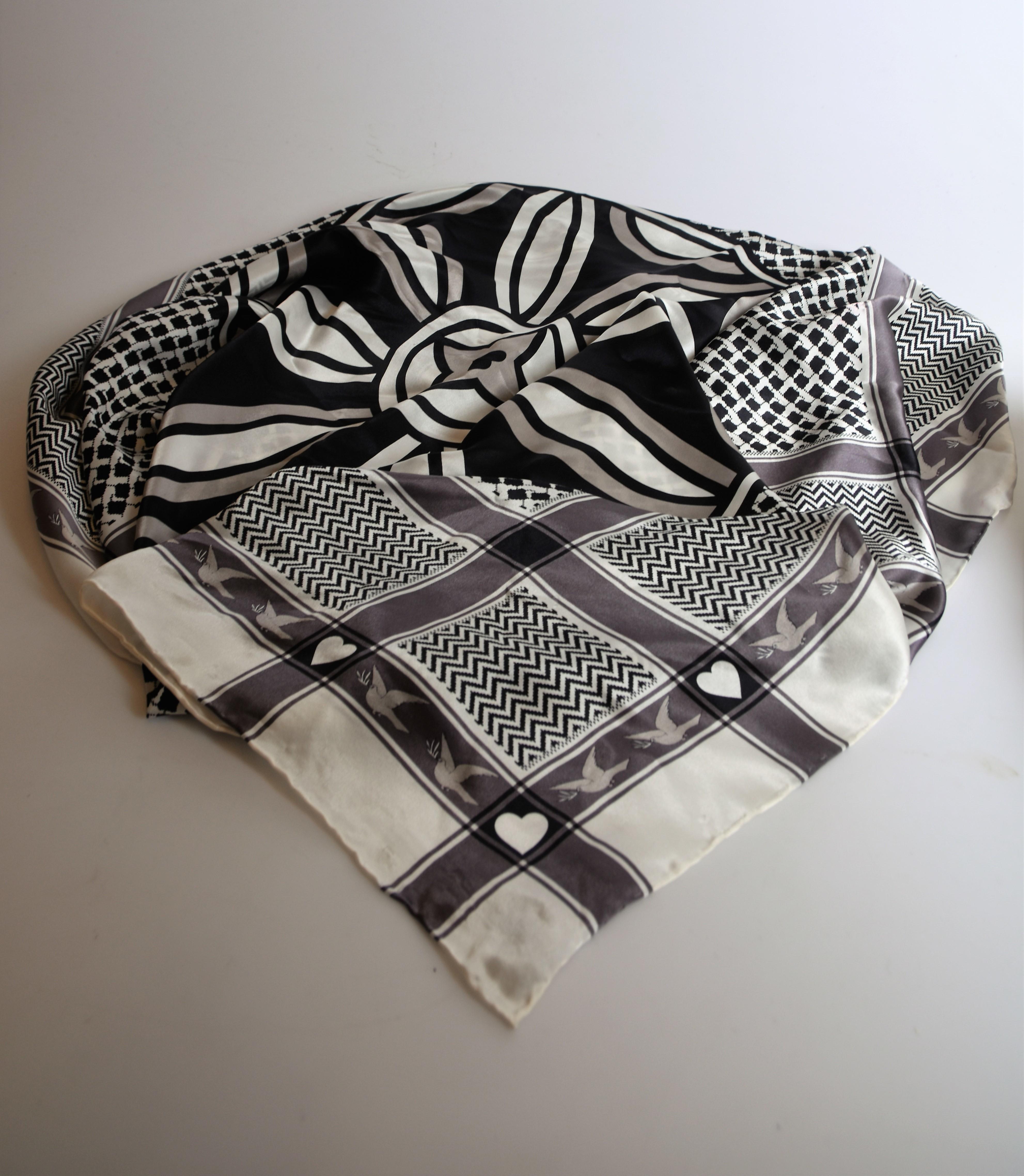 26a13a0b0501 SCARFS siden Charlotte Sparre Copenhagen. Vintage clothing   Accessories -  Auctionet