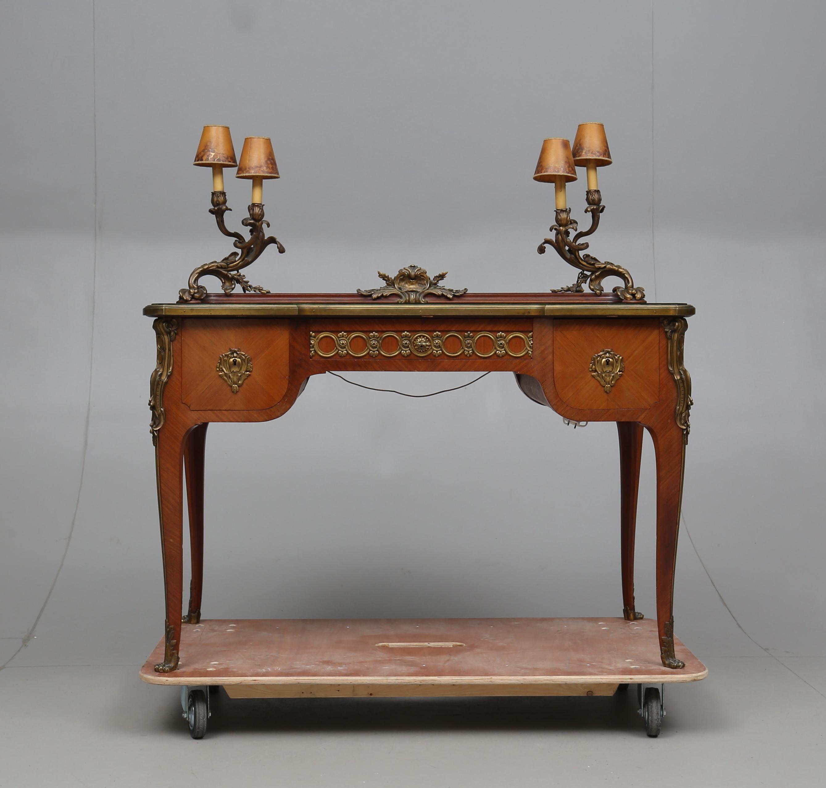SMINKBORD, rokokostil, 1900 tal. Möbler Bord Auctionet