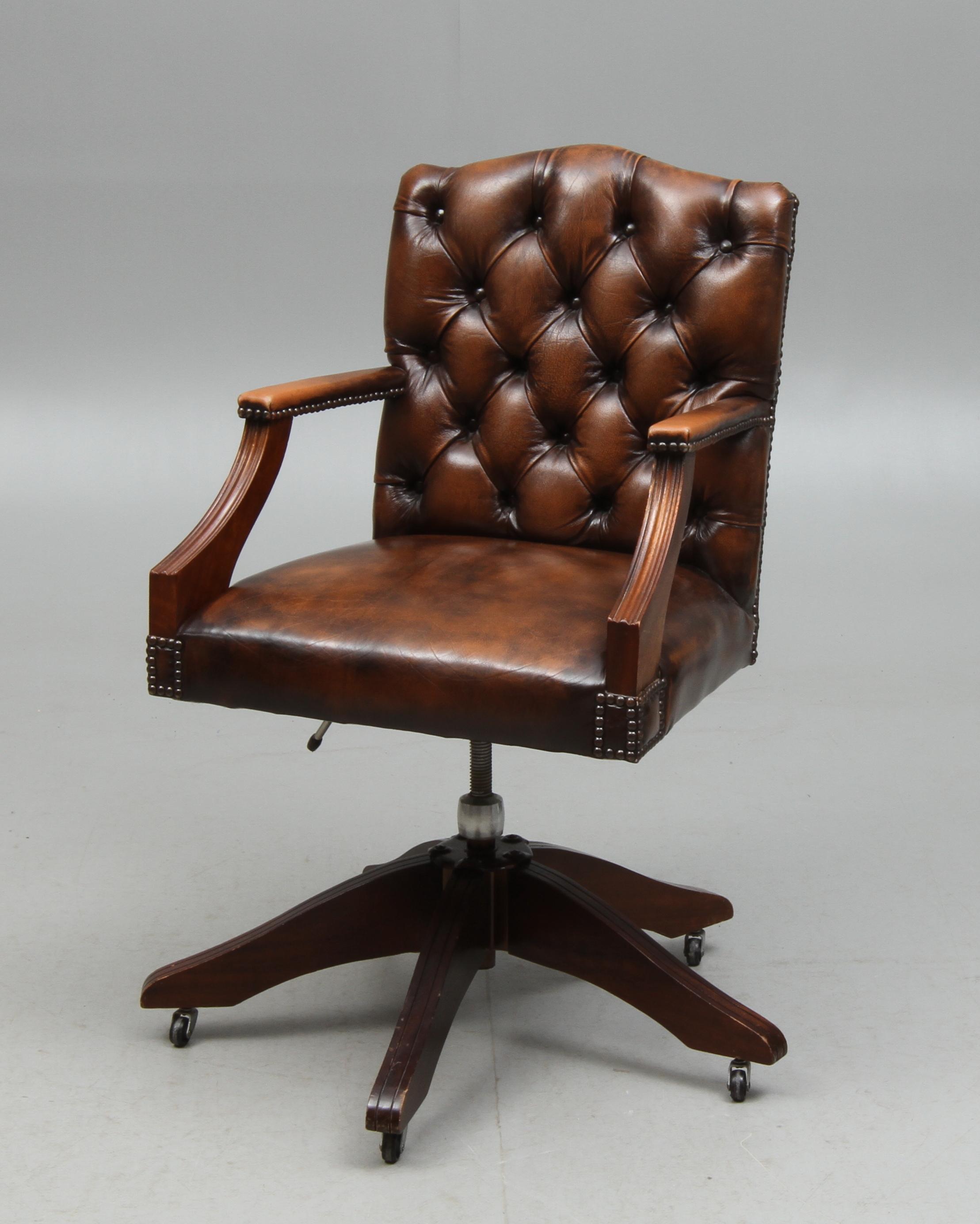 Bilder för 95832 SKRIVBORDSSTOL, engelsk stil, 1900 tal Auctionet