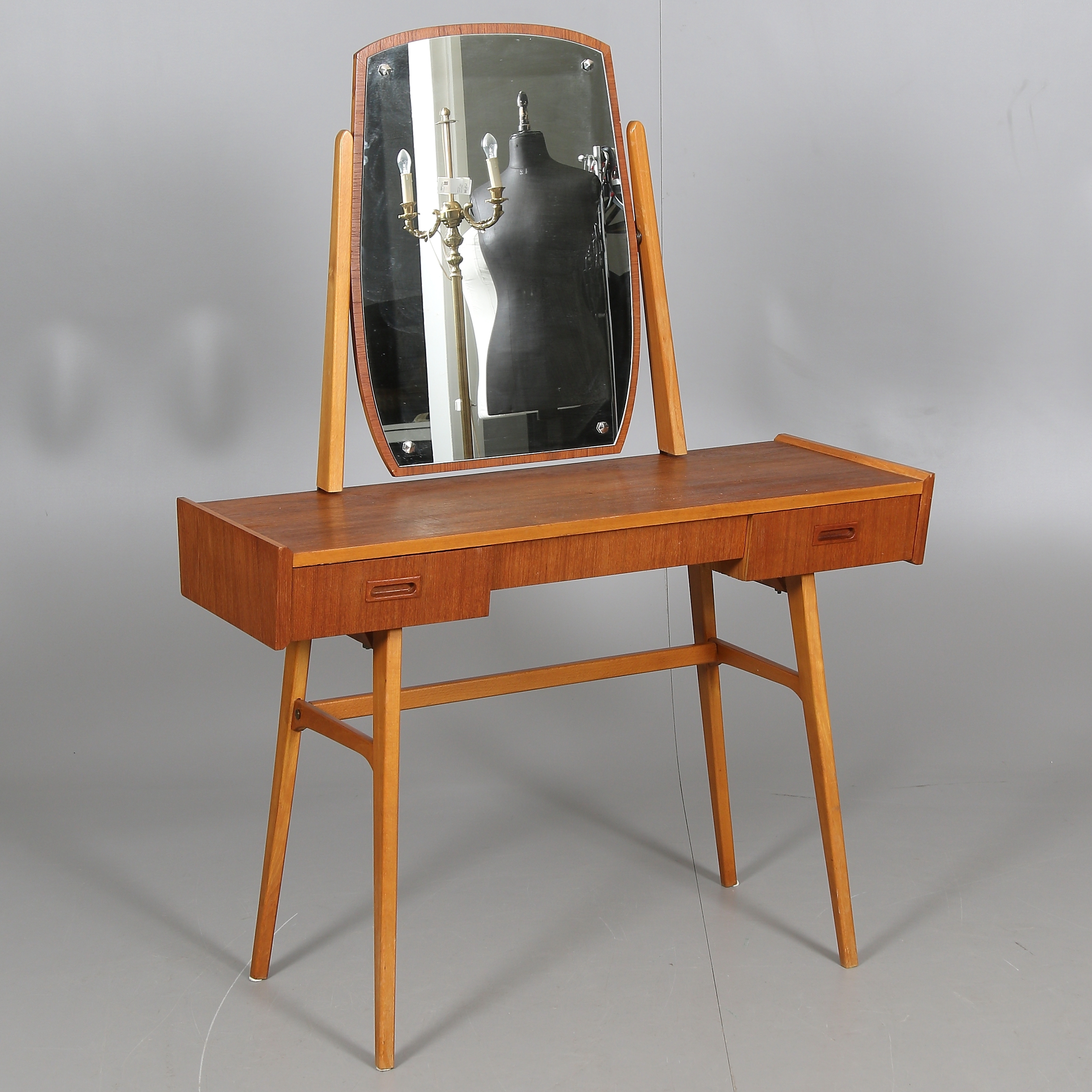 SMINKBORD, 1950 60 tal. Möbler Bord Auctionet