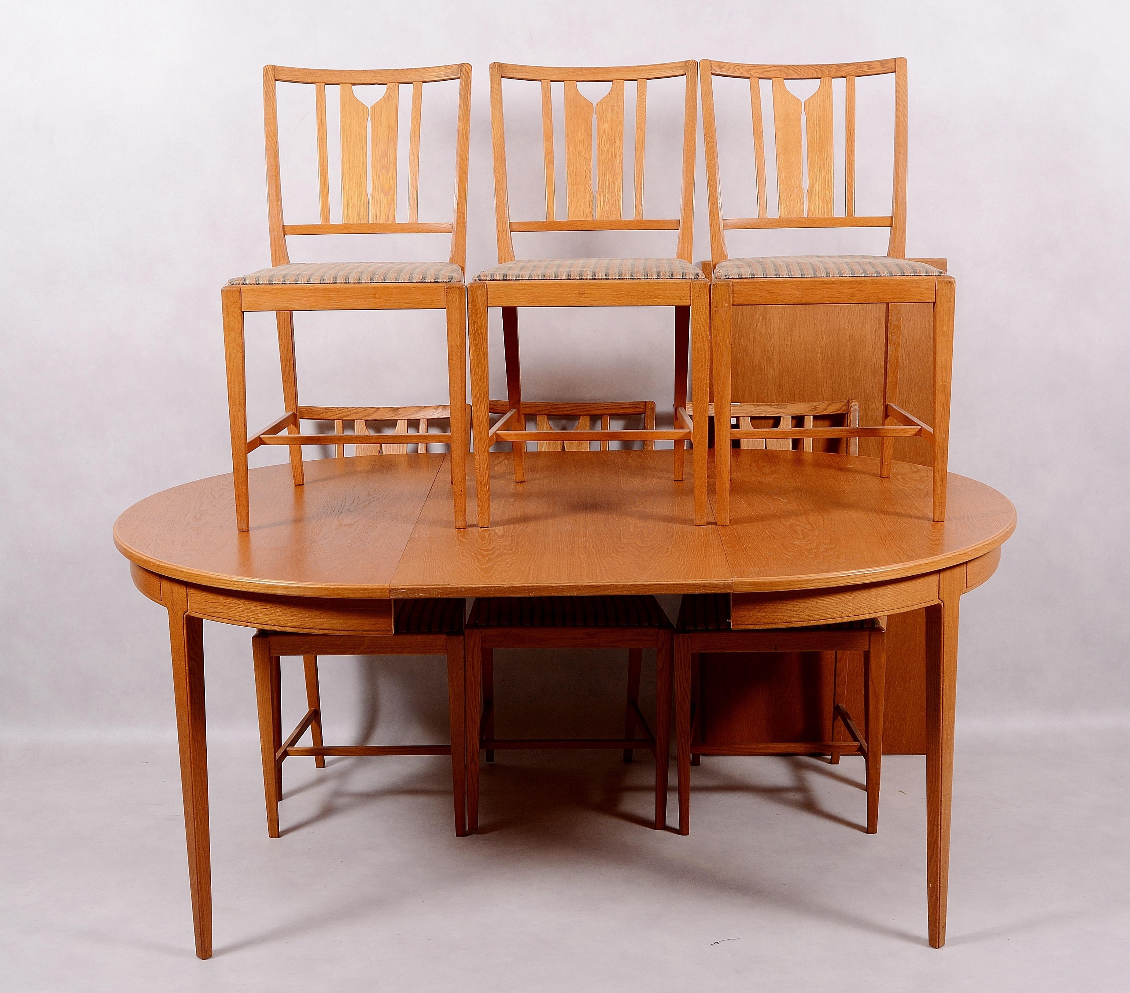 CARL MALMSTEN. Matgrupp i ek, 7 delar, Bodafors. Möbler
