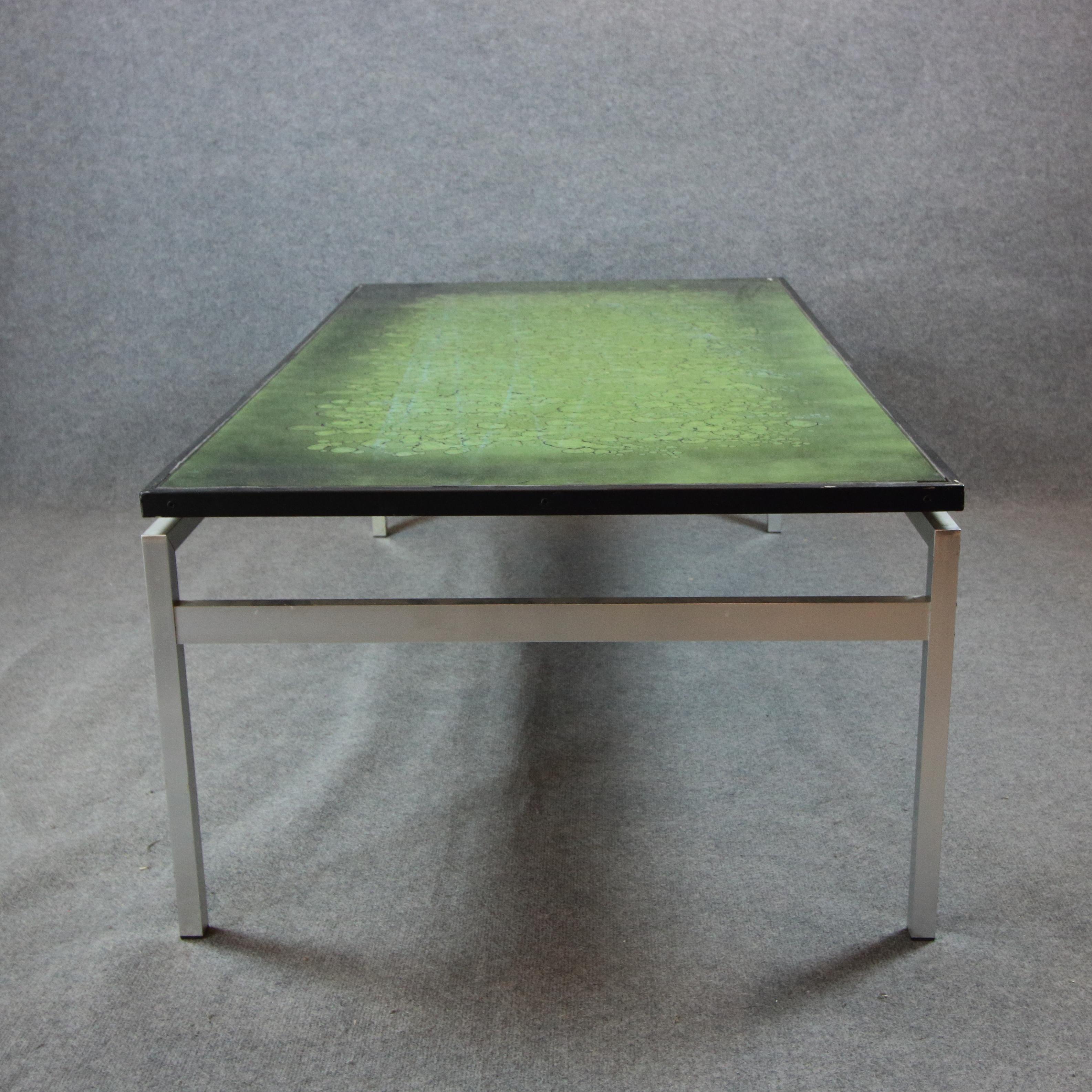 Soffbord, emaljerad glasskiva, metallunderrede, signerad J